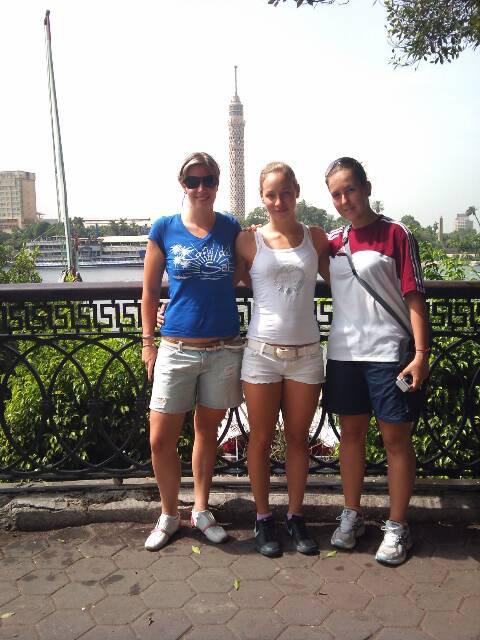 Lipcsei Krisztina EB 2. helyezett, Kovács Anett EB 3. helyezett és az edzője Bundics Ildikó szakedző, 2010 ben Egyiptomban